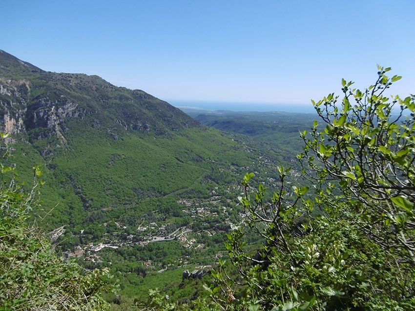 Panorama sur la vallée du Loup, depuis Gourdon.