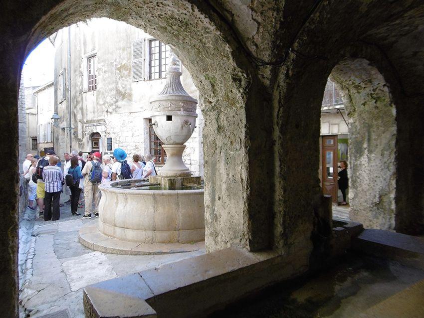 Lavoir et fontaine à Saint-Paul de Vence.