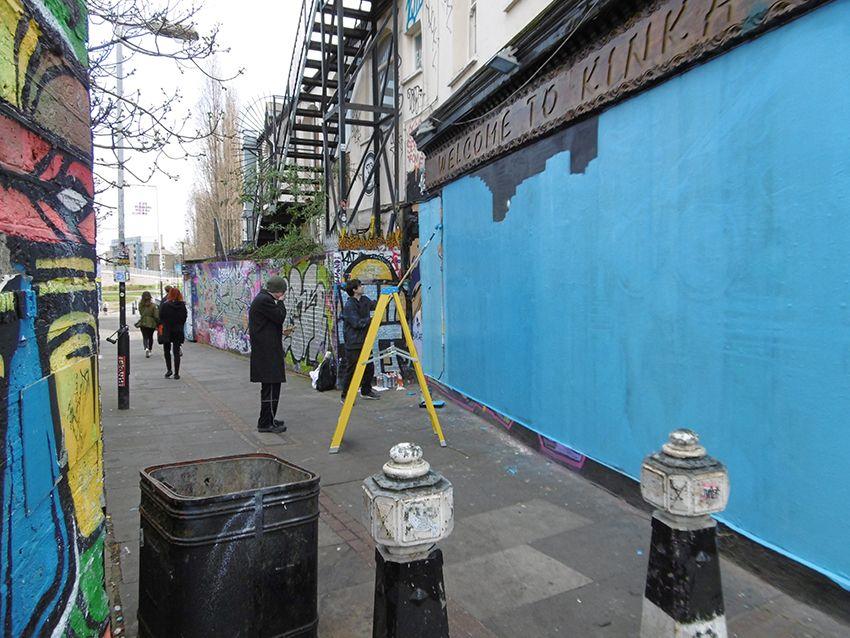 Préparation graffiti dans le quartier de Brick Lane à Londres.