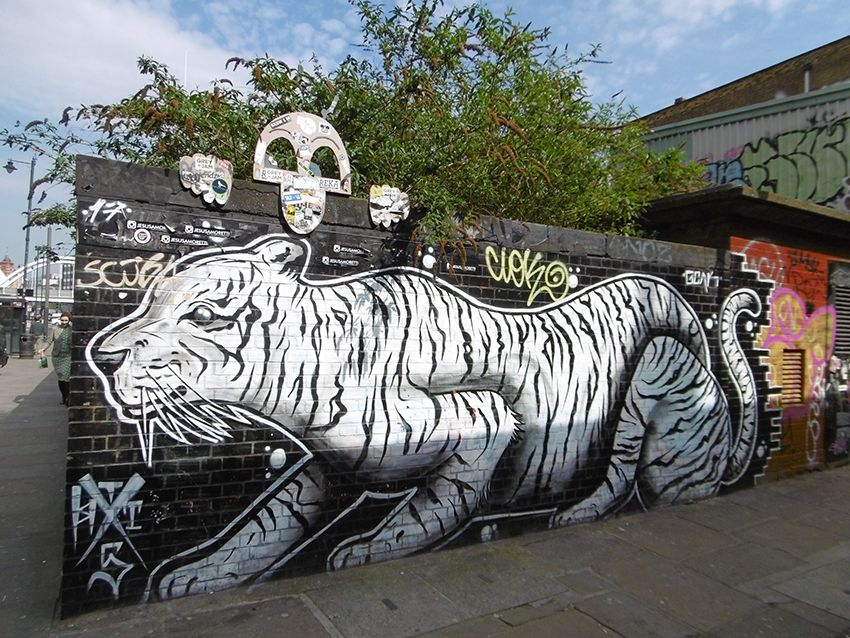 Graffiti tigre dans le quartier de Brick Lane à Londres.
