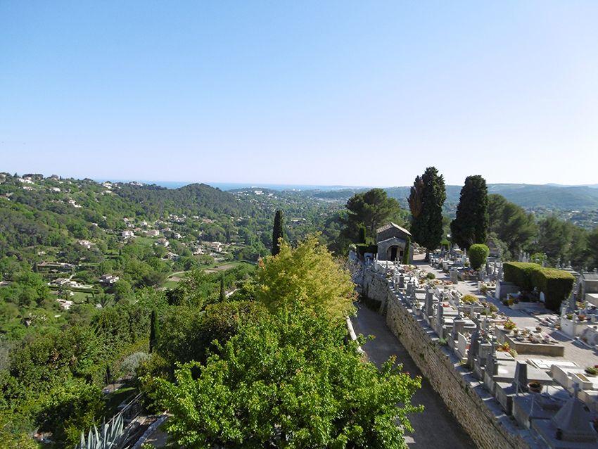 Panorama depuis la pointe du village de Saint-Paul de Vence, au dessus du cimetière.