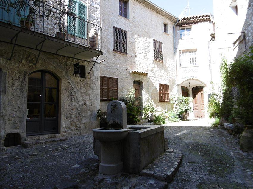 Petite fontaine à Saint-Paul de Vence.