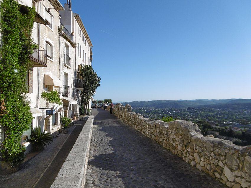 Jolie vue depuis le village de Saint-Paul de Vence.