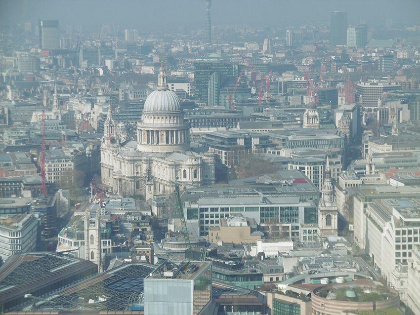 La Cathédrale Saint-Paul vue depuis le Sky Garden à Londres.