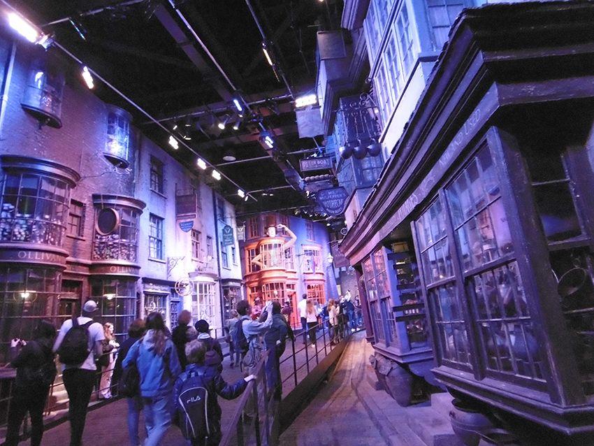 Sur le chemin de traverse au Studio Harry Potter de Londres.