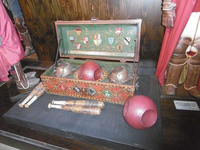 Accessoires de Quiddich au Studio Harry Potter de Londres.