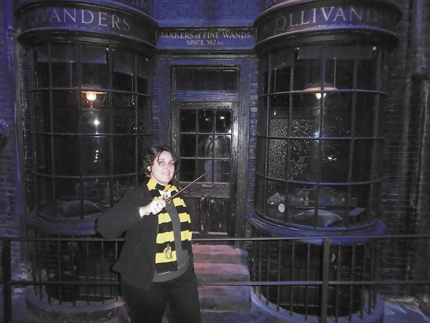 Boutique de baguettes Ollivanders sur le chemin de traverse au Studio Harry Potter de Londres.