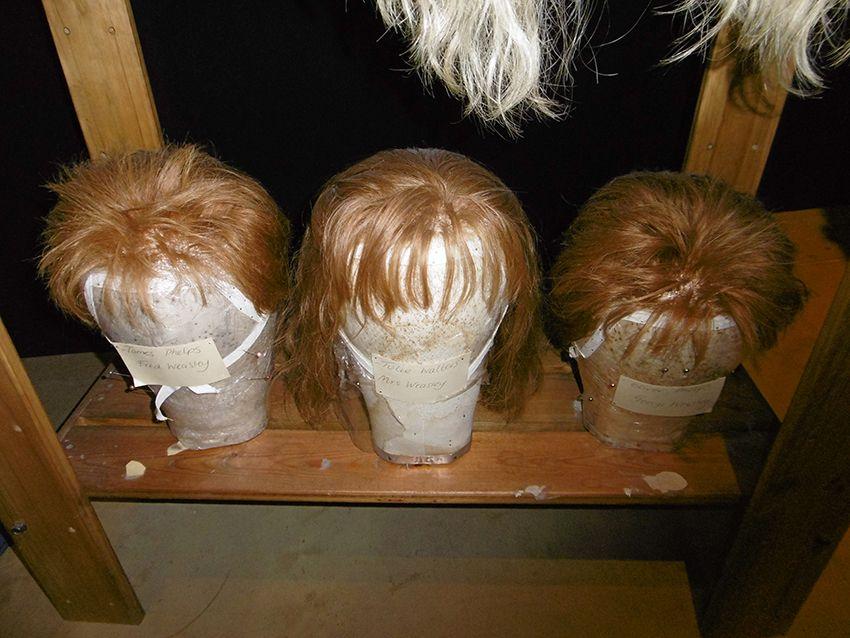 Perruques rousses des Weasley au Studio Harry Potter de Londres.