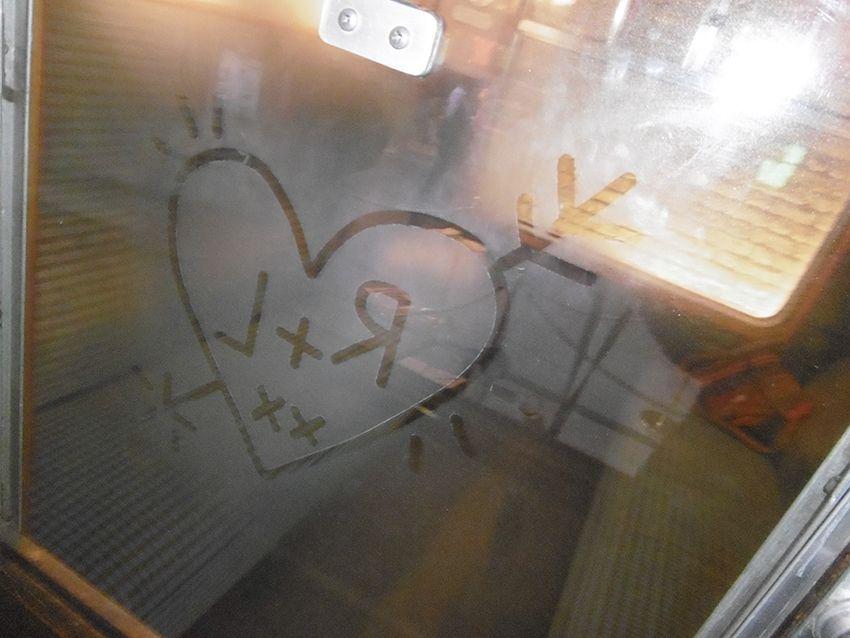 Vitre du Poudlard express avec amour Ron et Lavande au Studio Harry Potter de Londres.