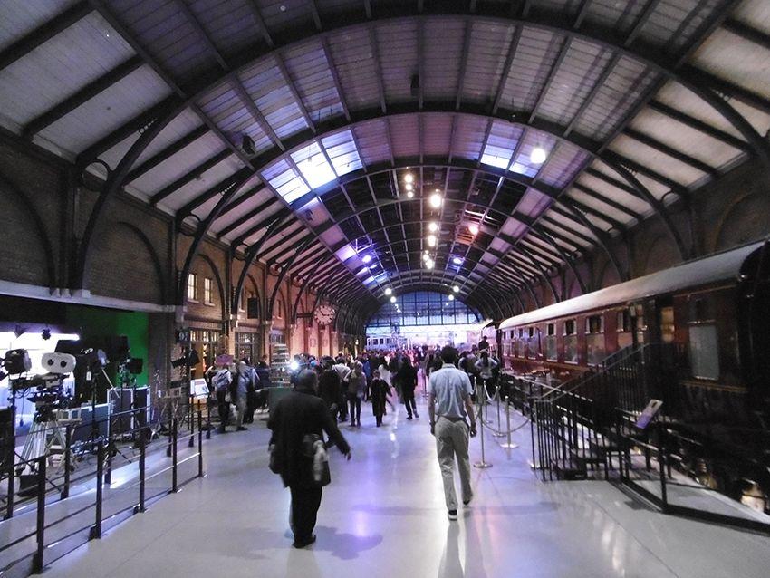 Quai et voie 9 3/4 au Studio Harry Potter de Londres.