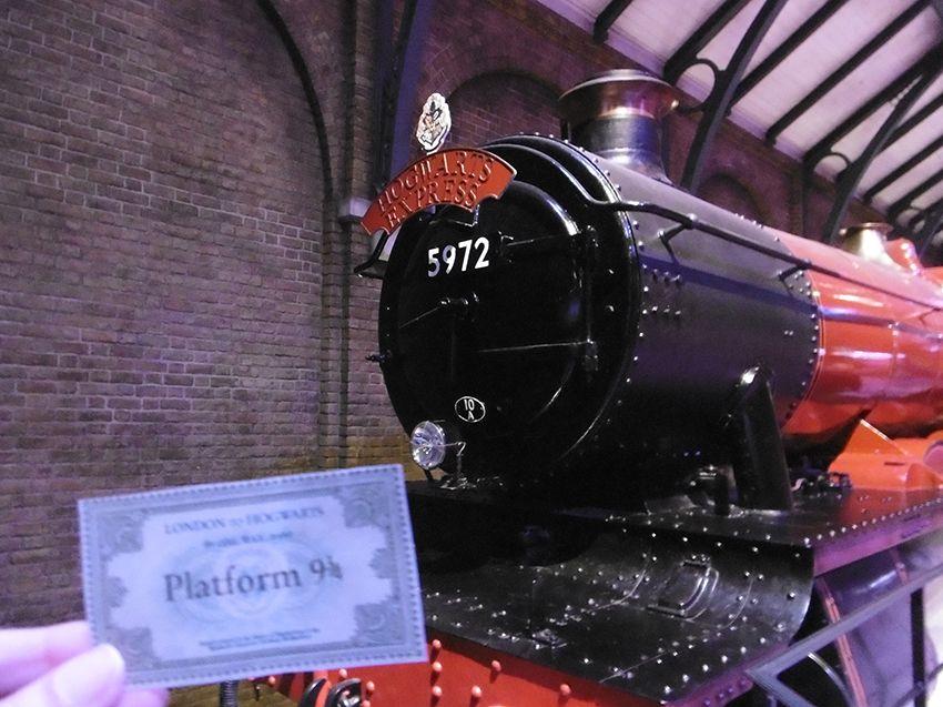 Le Poudlard express train au studio Harry Potter de Londres.