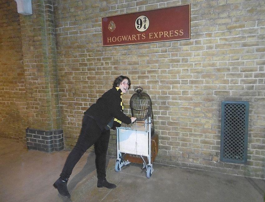 Direction la voie 9 3/4 au Studio Harry Potter de Londres.