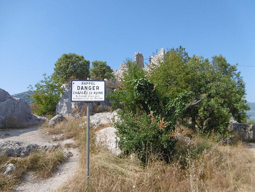 Ruines du château de Sainte-Agnès.
