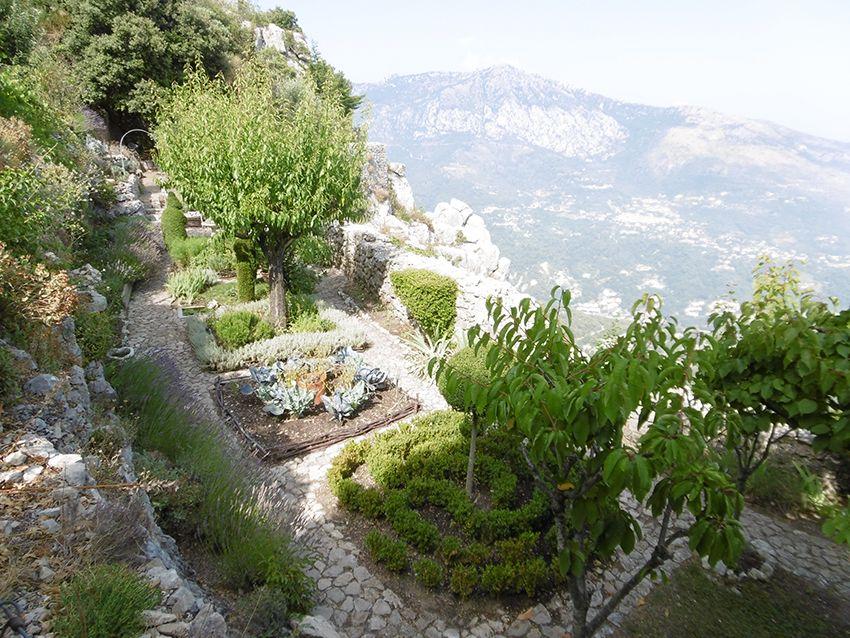 Jardin des 5 sens à Sainte-Agnès.