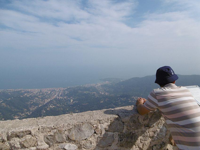 Panorama sur la Côte d'Azur depuis le donjon de Sainte-Agnès.