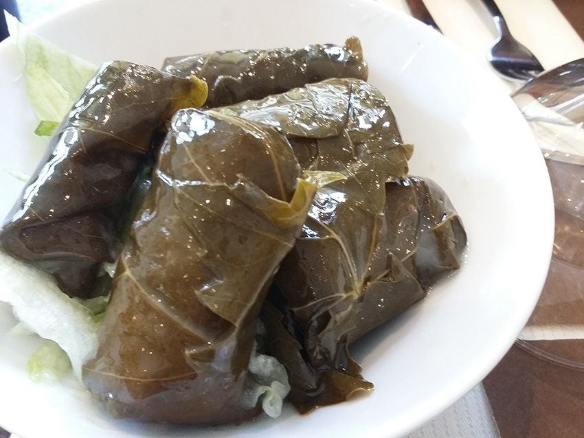 Feuilles de vignes du restaurant libanais Diwan Albacha à Antibes.