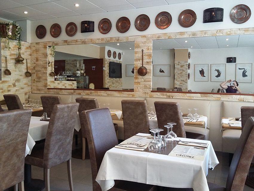 Salle du restaurant libanais Diwan Albacha à Antibes.