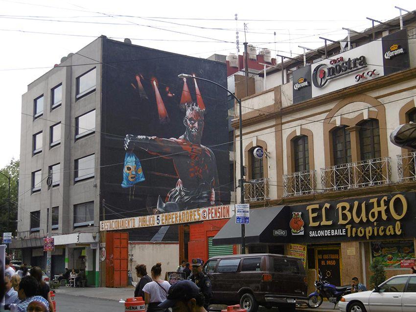 Fresque en face de Arena Mexico, combat de lucha libre.