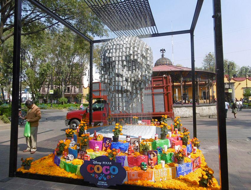 tête de mort en boites de conserve costena à Mexico