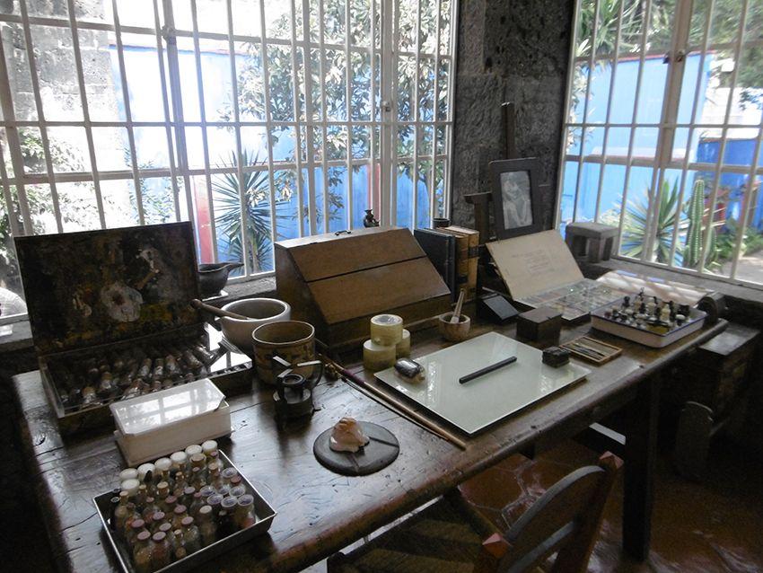 Atelier de Frida Kahlo dans la casa Azul de Mexico.