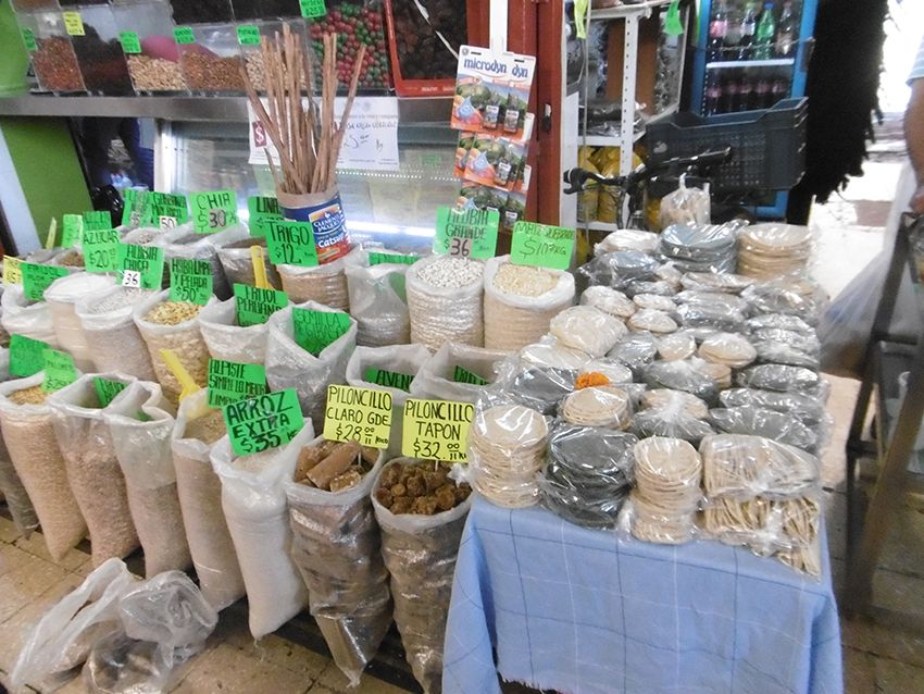 Céréales sur le marché de Coyoacan à Mexico.