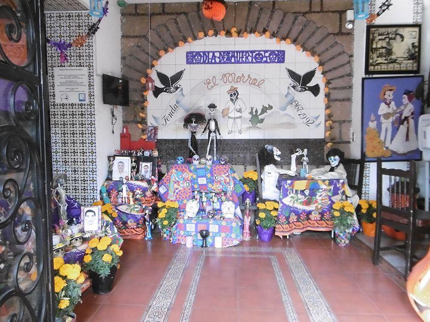 Décoration dia de muertos dans un bar à Coyoacan.