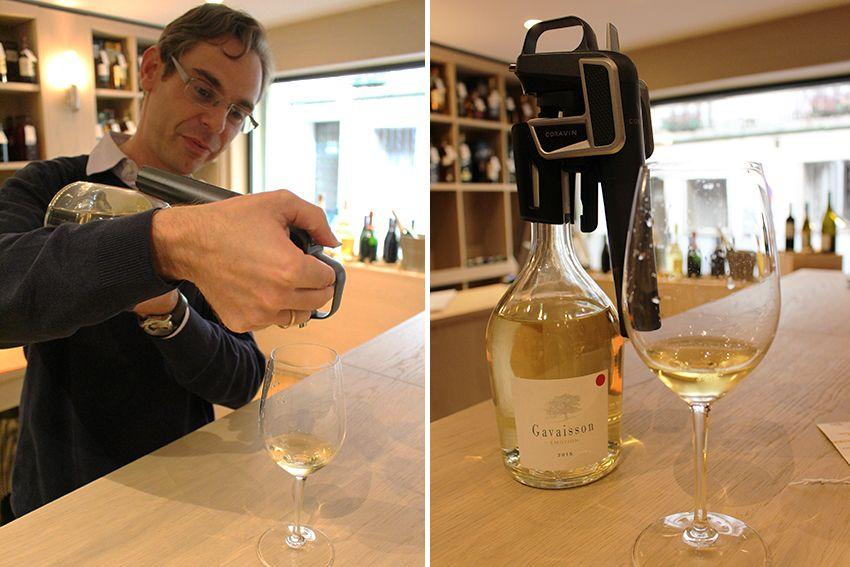Dégustation de vin par Xavier DINET, sommelier de la cave Flacons Divins à Antibes.