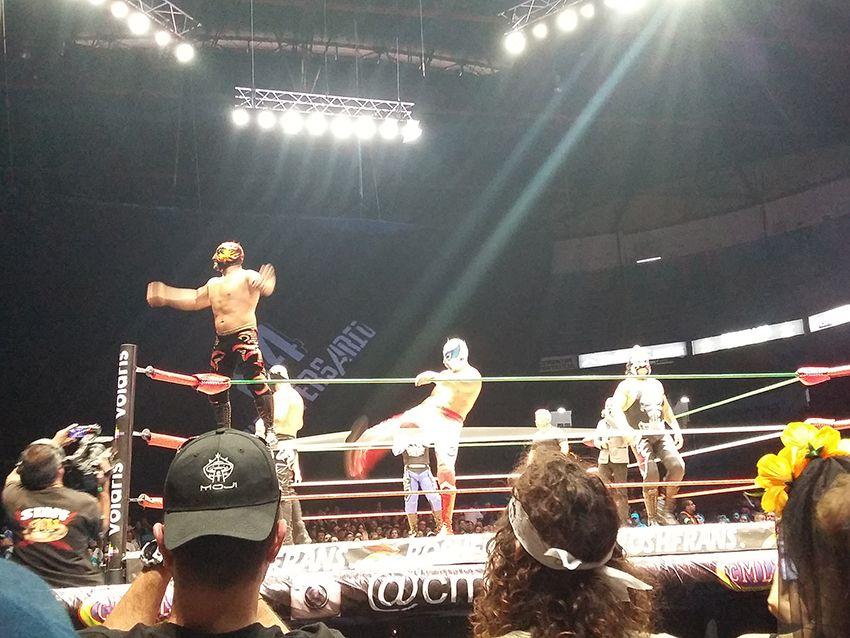Lucha libre au Mexique dans l'Arena Mexico.