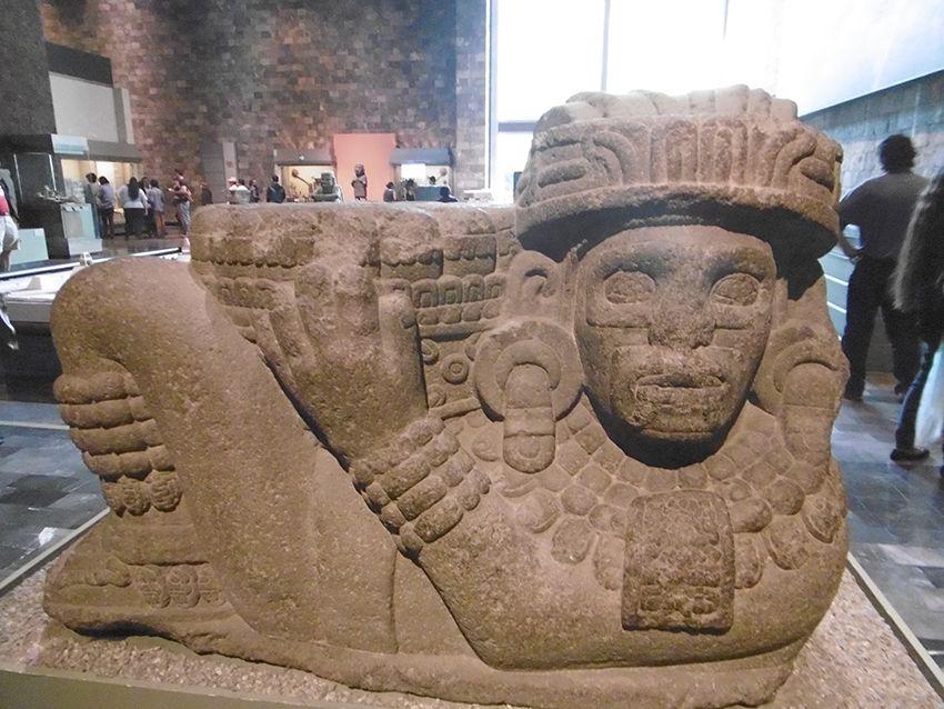 Chacmol du Musée anthropologique de Mexico.