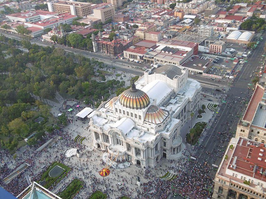 Palais des Beaux Arts à Mexico vue depuis la torre latinoamericana.