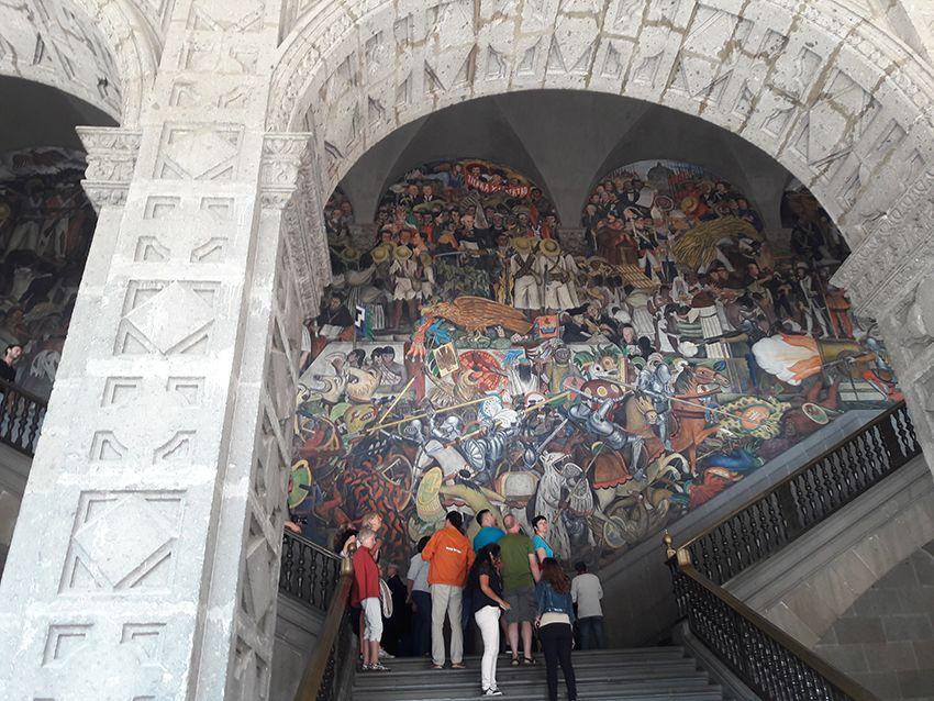 Fresques peintes par Diego Rivera dans le Palais de Mexico.