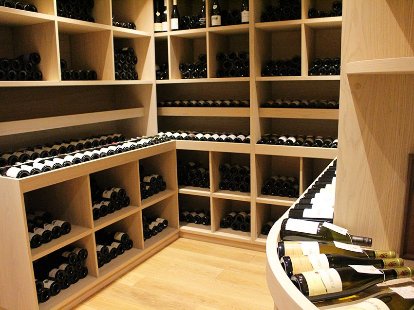 Antibes cave à vins Flacons Divins.