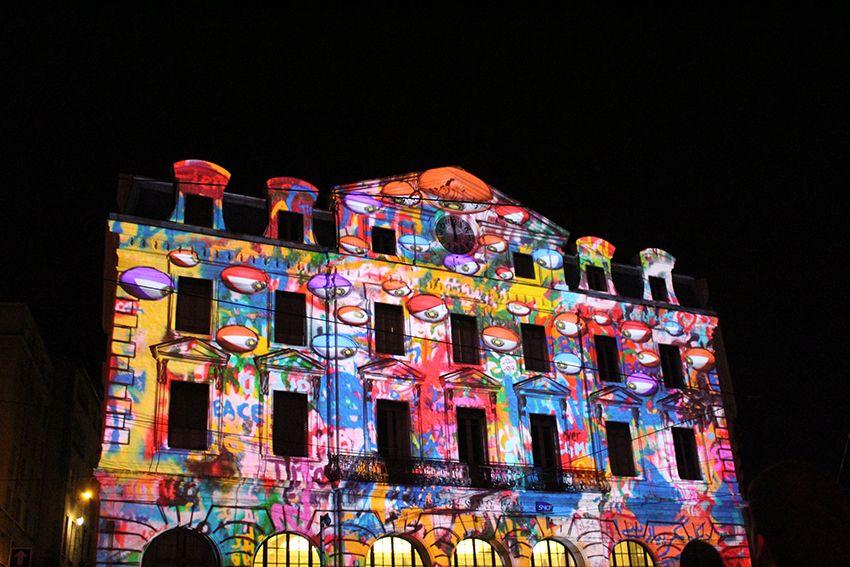 Fête des Lumières à Lyon en 2017, spectacle sons et lumières Odysseus sur la gare Saint-Paul.