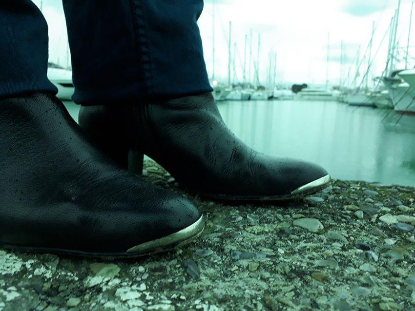 Look basique mode femme sous la pluie (bottines Jonak).