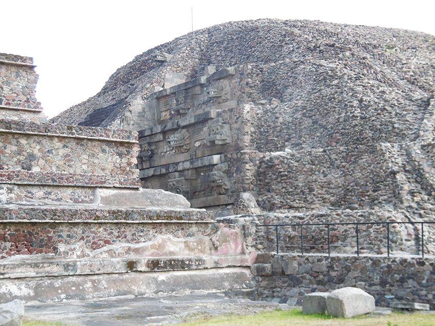 Temple de Quetzalcoalt sur le site de Teotihuacan au Mexique.