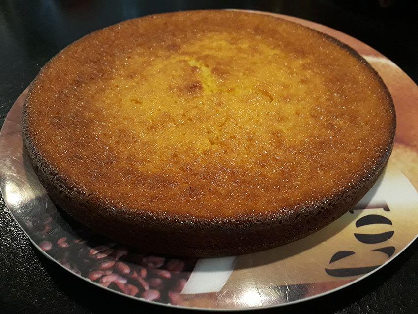 Gâteau fondant à l'orange à ma façon (gâteau au yahourt + crème d'oranges).