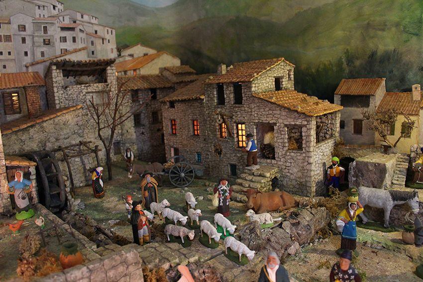 Crèche de santons provençaux dans le musée de la crèche à Lucéram.