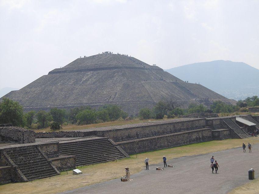 Pyramide du Soleil sur le site de Teotihuacan au Mexique.
