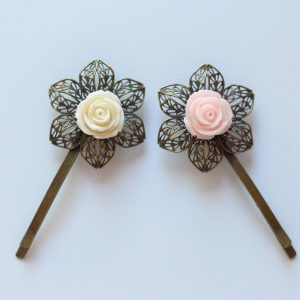 Barrettes cheveux rose fleur résine et métal bronze épingle accessoire coiffure mariage par Divine et Féminine.