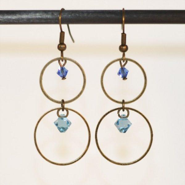 Boucles d'oreilles anneaux bronze et cristal bleu par Divine et Féminine.