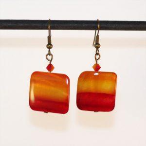 Boucles d'oreilles carré rouge orangé dégradé comme une aquarelle représentant le feu par Divine et Féminine.