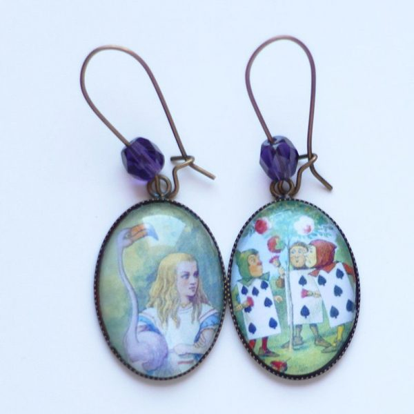 Boucles d'oreilles Alice au pays des merveilles et cartes reine de coeur par Divine et Féminine.