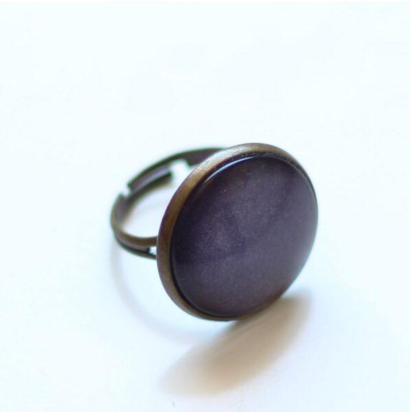 Bague bronze couleur violet sous verre par Divine et Féminine.