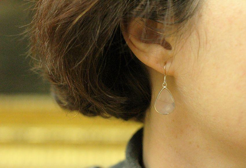 Boucles d'oreilles en pierre de quartz rose et argent par Divine et Féminine.