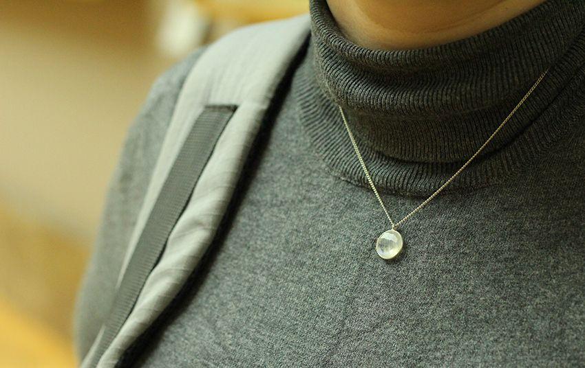 Collier pierre de Lune et argent par Divine et Féminine.