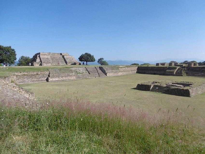 Tourisme à Monte Alban au Mexique.