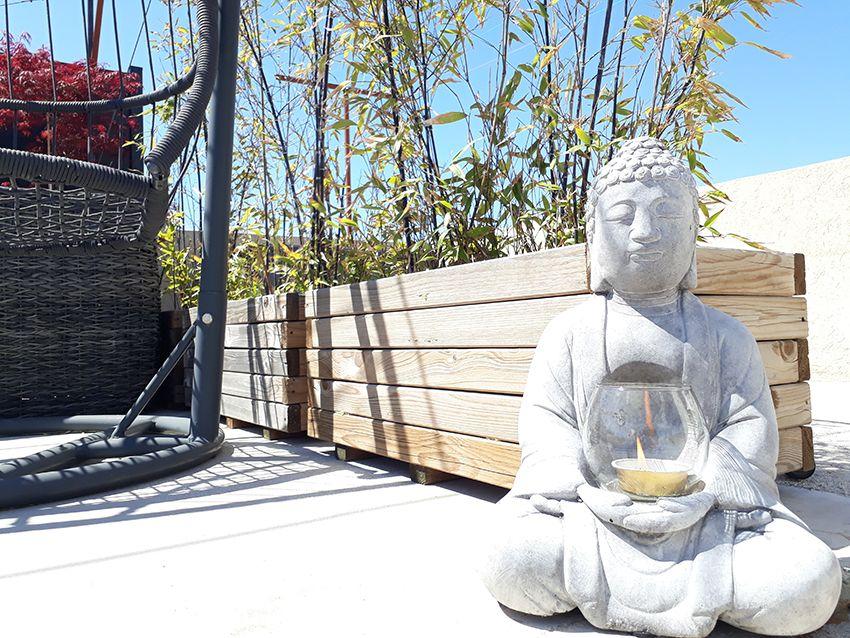 Ambiance zen bambou et bouddha sur ma terrasse.