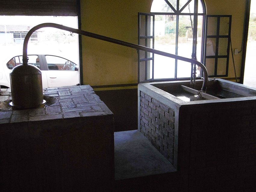Alambic permettant la distillation du mezcal dans la fabrique el Rey Zapoteco au Mexique.