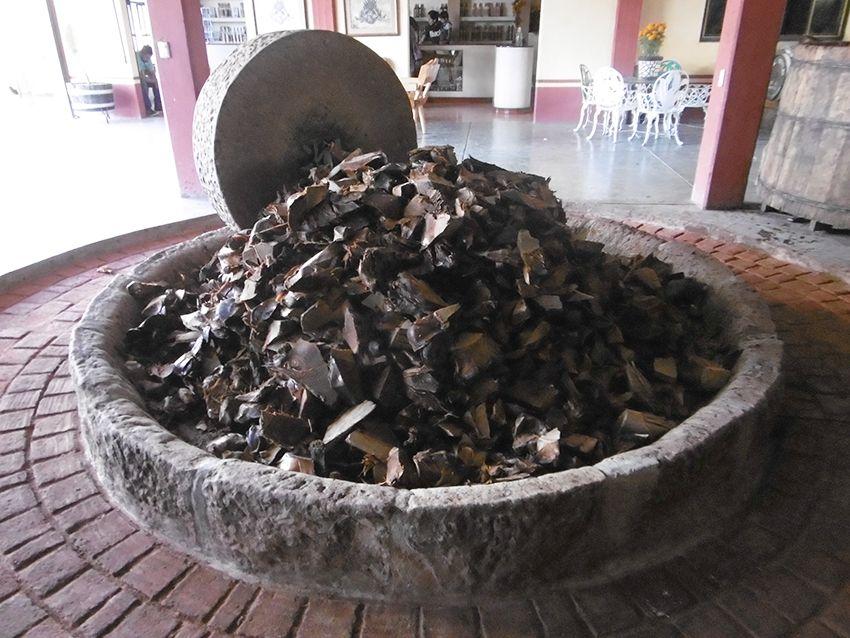 Mouture roue en pierre permettant la fabrication du mezcal dans la fabrique el Rey Zapoteco au Mexique.