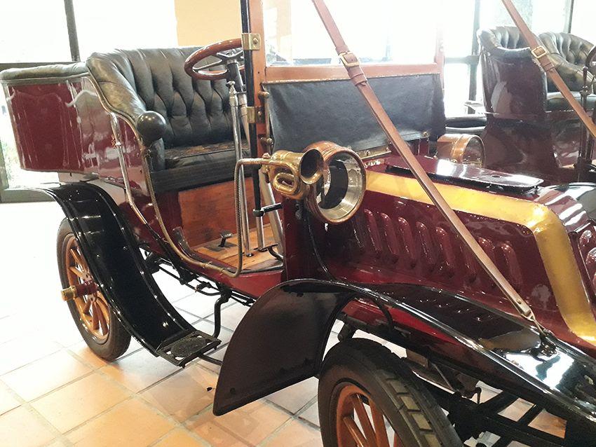 Klaxon amusant dans le musée de l'Automobile à Monaco.